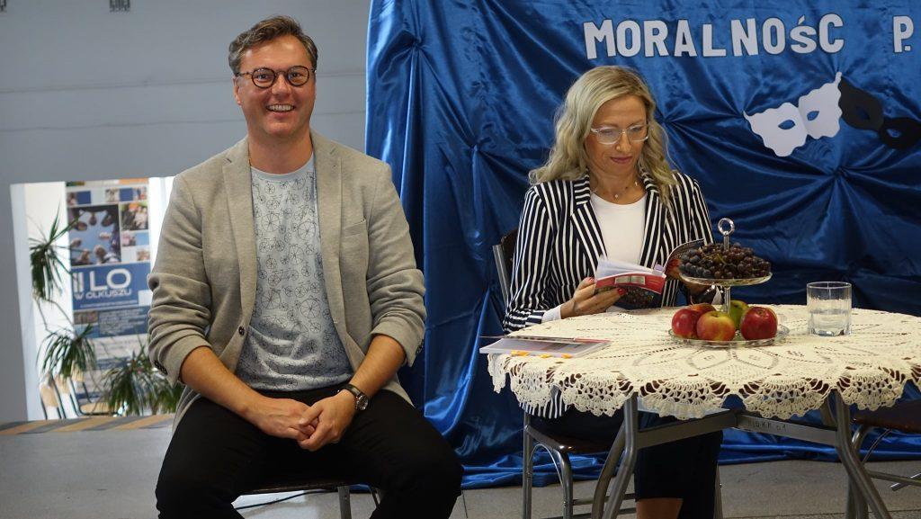 Akcja Narodowego Czytania Moralności Pani Dulskiej w Szkole Podstawowej Numer 10 w Olkuszu i Liceum Ogólnokształcącym Numer 2 w Olkuszu.